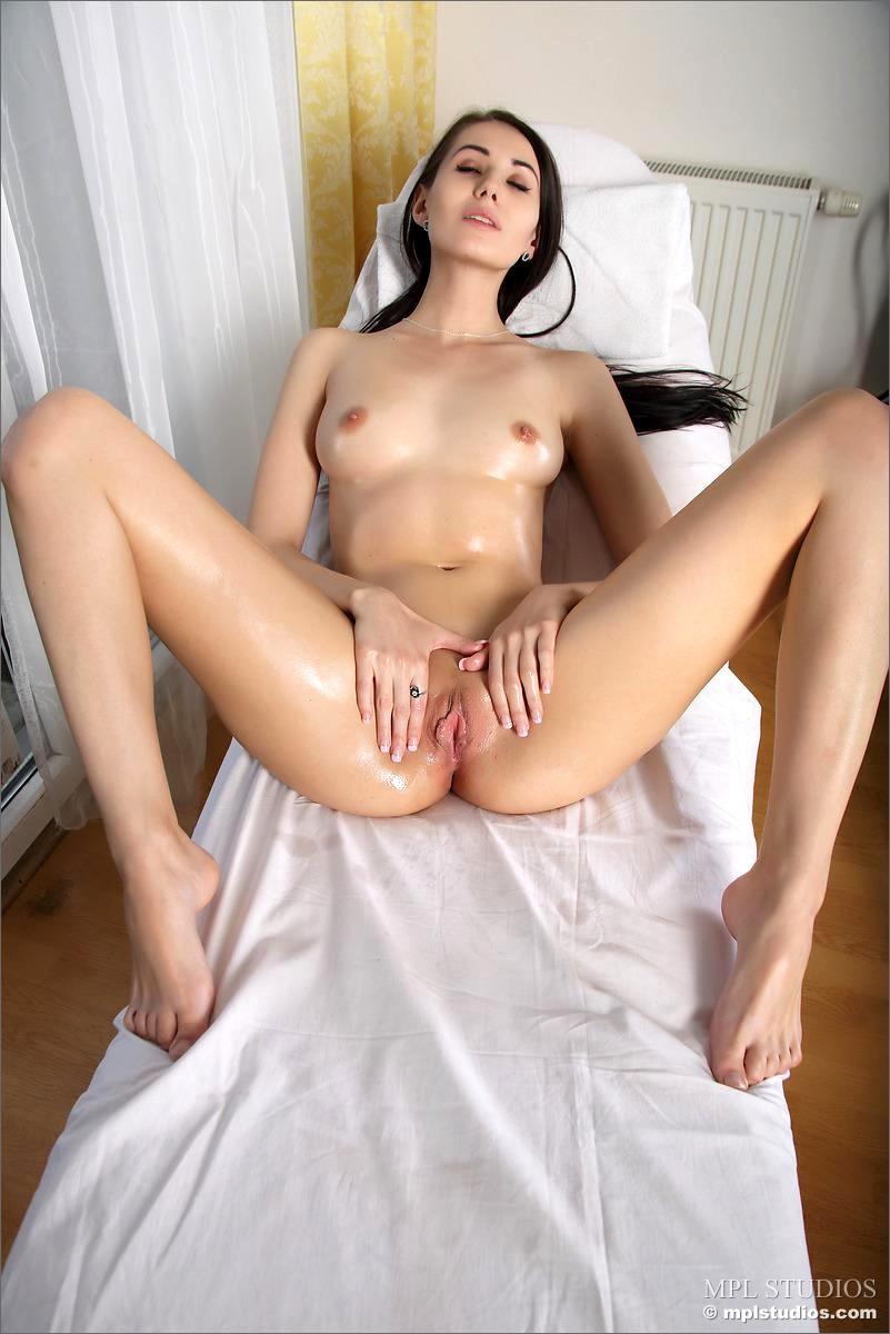 spreading sexy vanessa