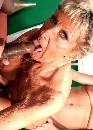 Mature old brunette 02