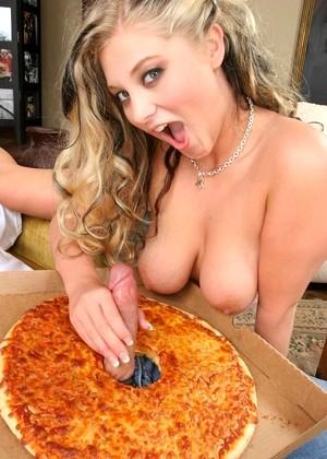 позже, уже разносчица принесла пиццу минет понравится иметь