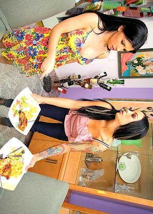 Angelina Valentine And Rebeca Linares