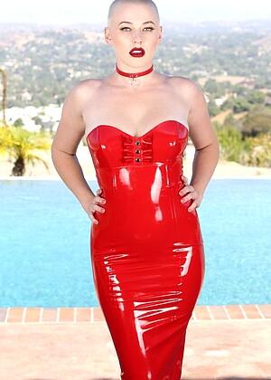 Blasser Riley Nixon und zierliche Eden Aria in erotischem Lesbenspaß