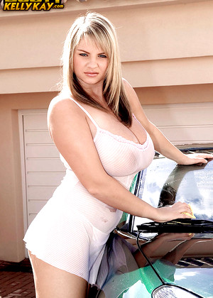 Mature lesbian Tawny Peaks and girlfriend expose massive hooters № 867535 бесплатно