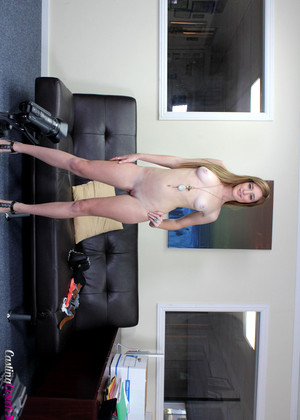 love show Women in cruel bondage want man
