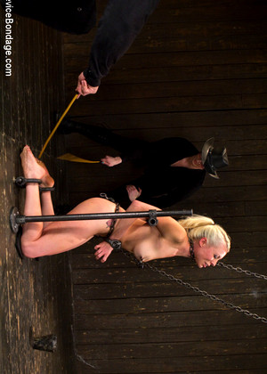 Lorelei lee endures rough rope bondage 6
