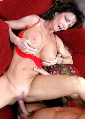 Jennifer love hewitt posing nude