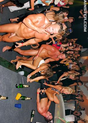 nude virgin kenyan girls pics