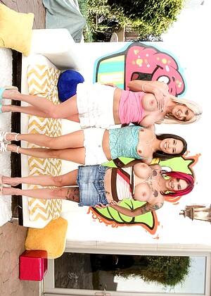 Große Beute zeigt Action von Riley Jenner, Anna Bell Peaks und Kalina Ryu