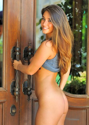 Eva Lovia 10