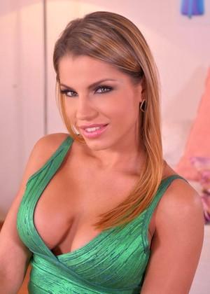 Dark haired female Angel Rivas gives her guy a blowjob after seducing him № 1148909 загрузить