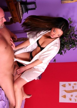 Incall massage parlor bj and fs - 1 4