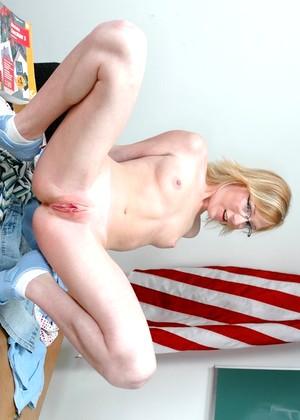 fully naked women having rough sex