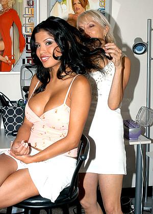 Eligio recommend Famous upskirt tv presenter images