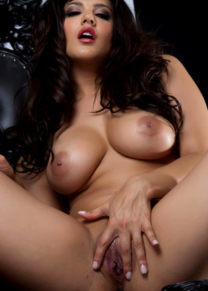 Brunette Milf Sunny Leone Sets Her Nice Tits From Sexy Palimas 1