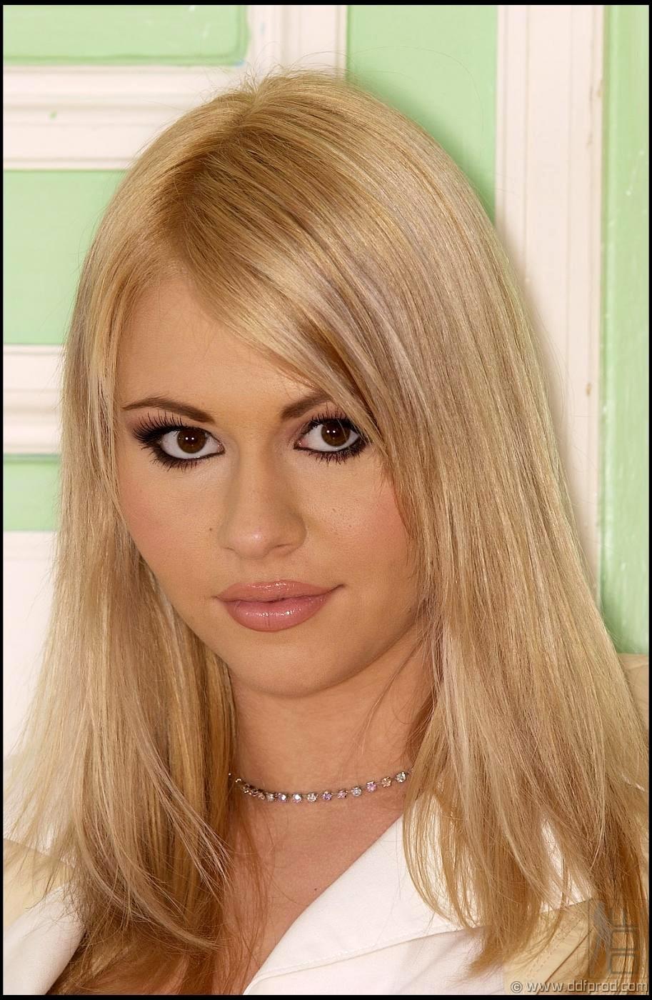 Dasha Blonde 114