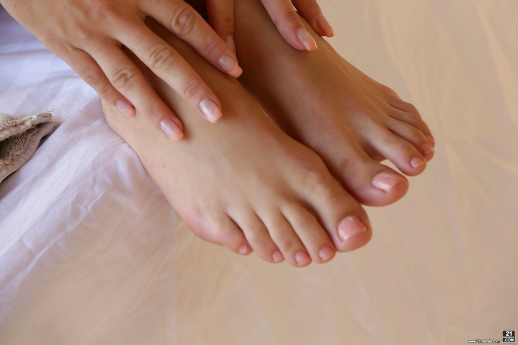 Blanche bradburry feet