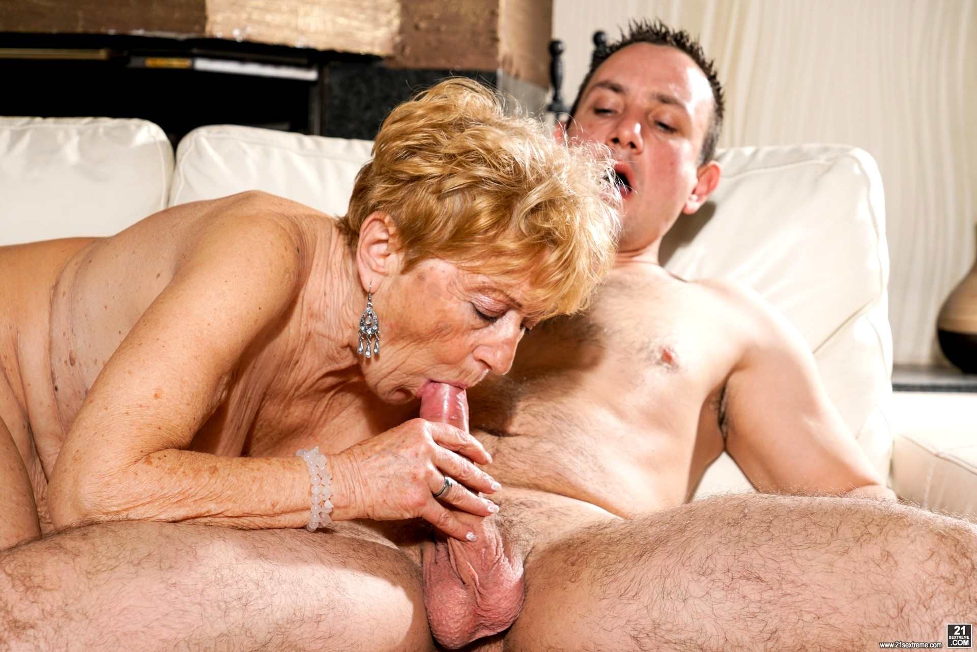 Oiled matures sex images mommy oil hardcore fuck granny porn clips
