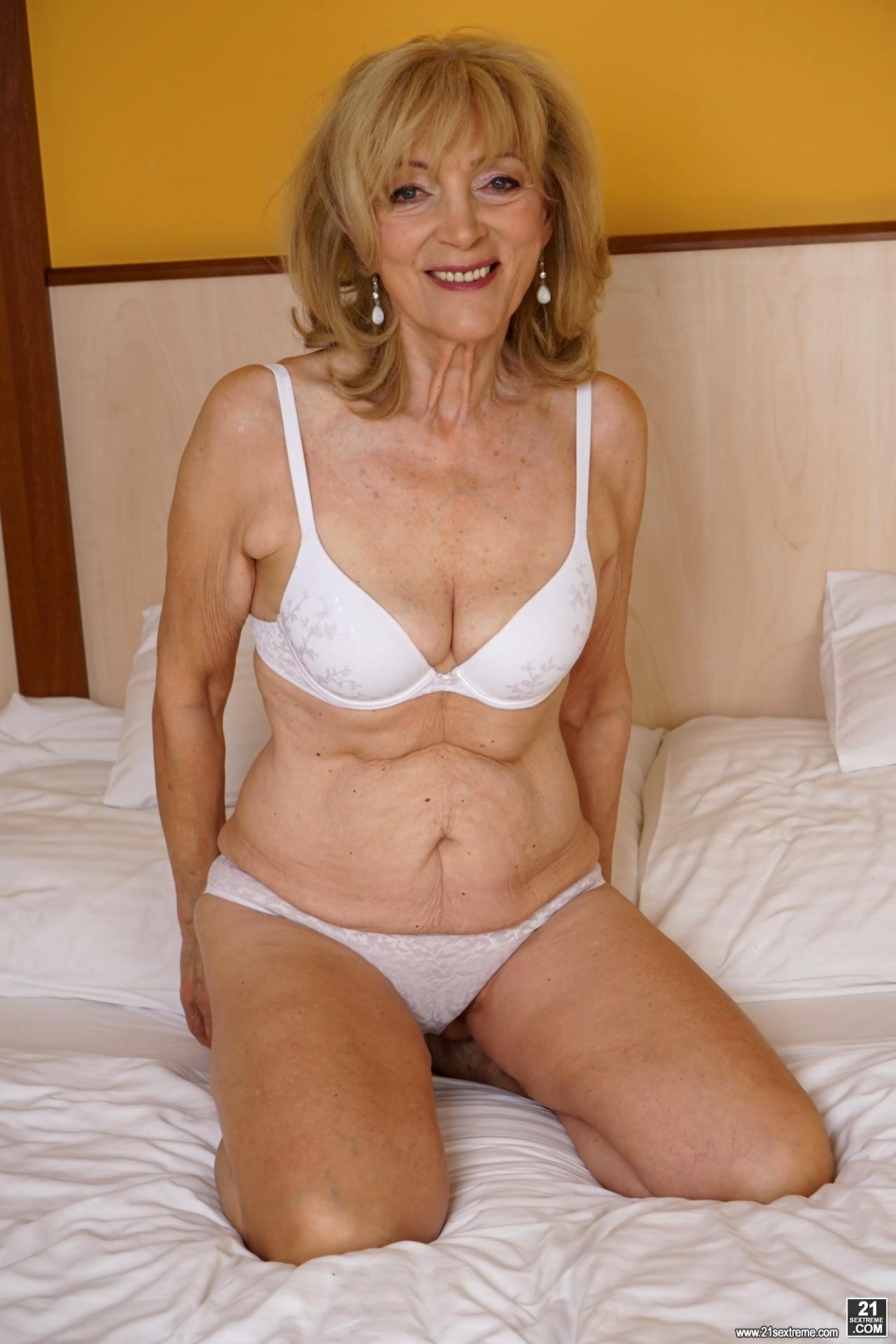 Mature beauty granny torrie Sexy granny photos