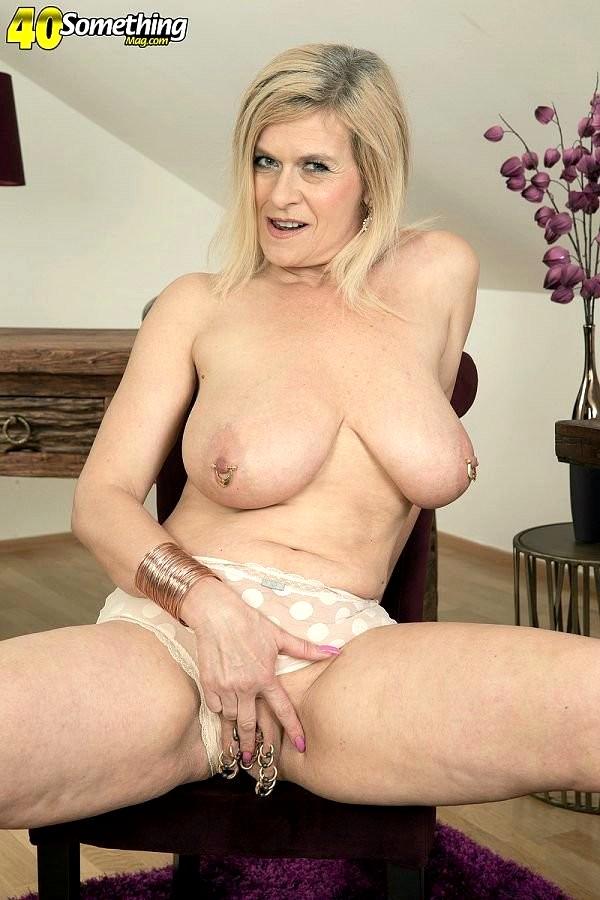 Amateur tattooed mom huge natural boobs 5