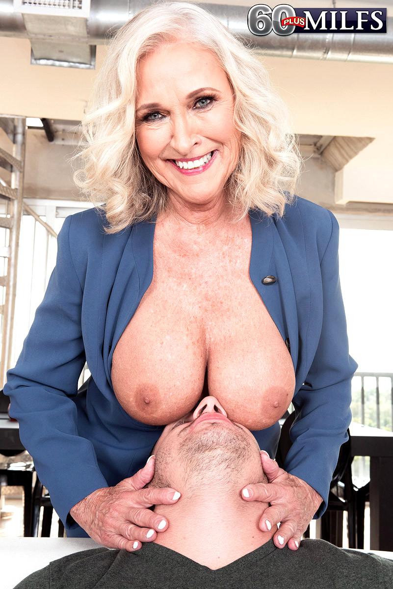 Hot blonde roxy raye uses her feet to make him cum 4
