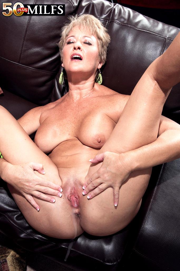 Tracy licks porn pic