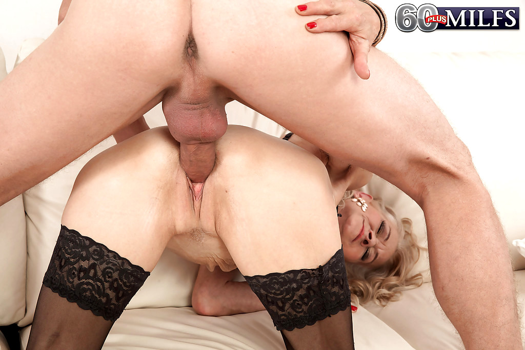 50 plus skinny milf doctor makes 11 inch house call 7