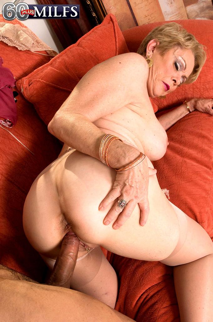 Порно анал с красивой старушкой