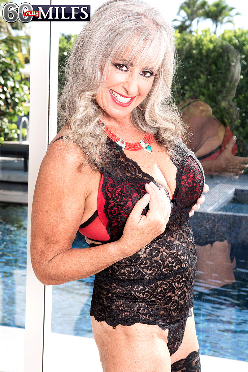 Busty mature cuckold alexis golden