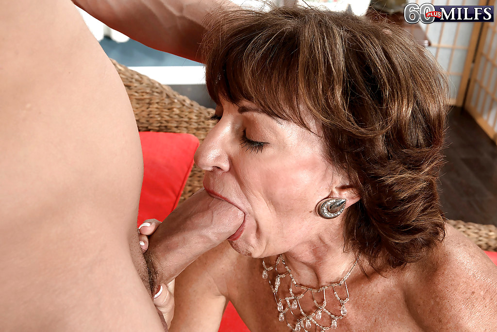 Mature women giving oral sex 2