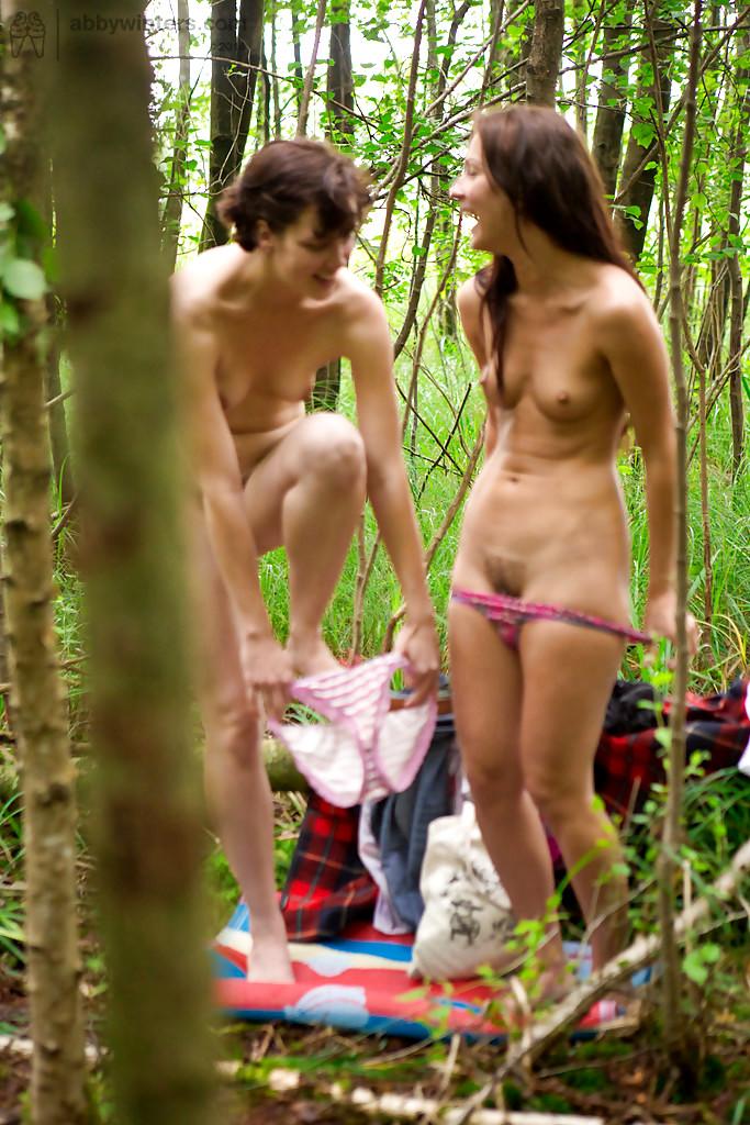 Дрочил в лесу как девушка переодевается, кореец все трахает клип