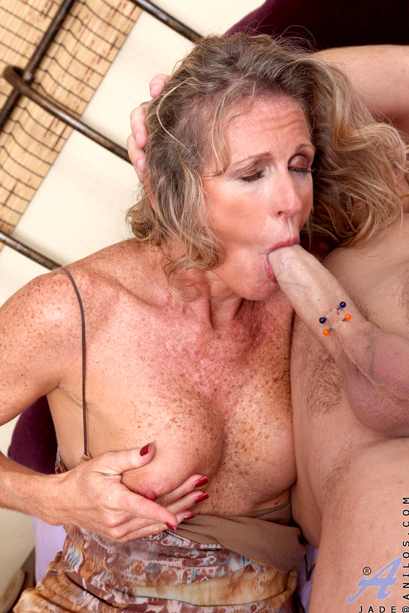 Senior's cunt is spoiled orally by a young lesbian