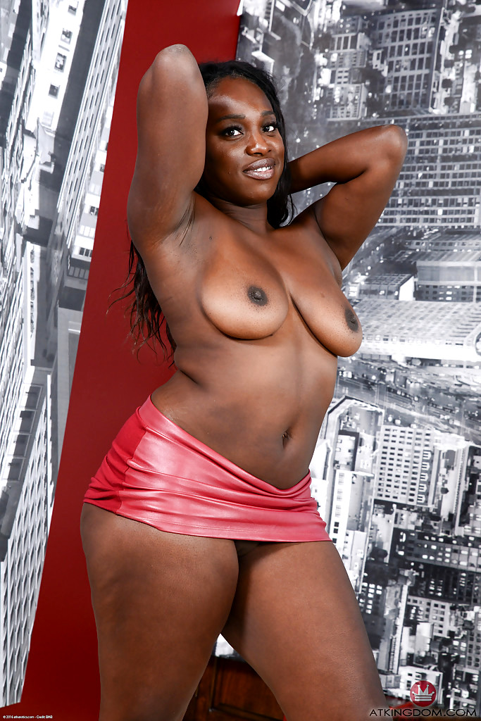 Ebony Teen Spreading Pics