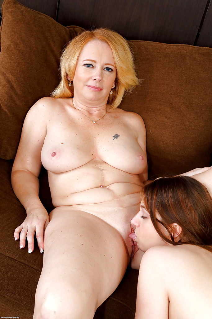 2 milfs in sensual lesb action gr2 - 2 10