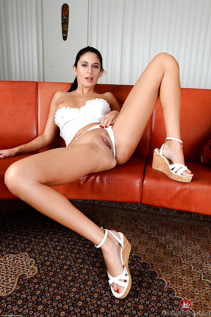 Slut mom posing nude