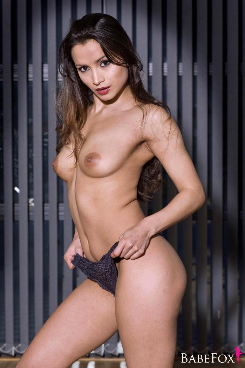 Brunette Babes Nude Pics