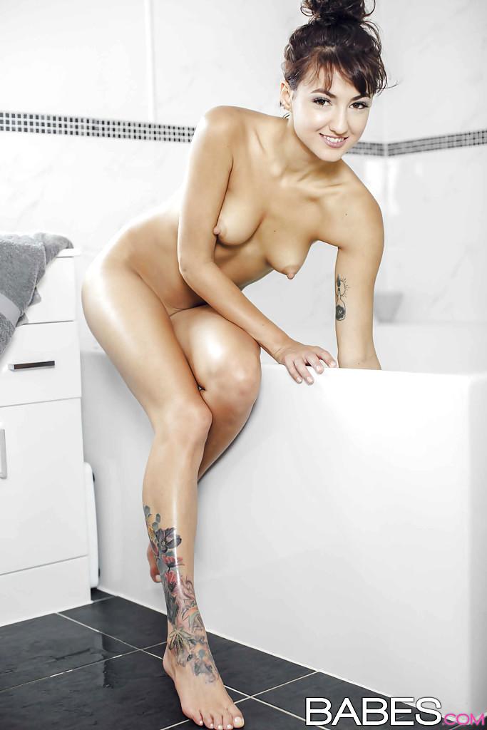 Sexy Legs Babes Pics