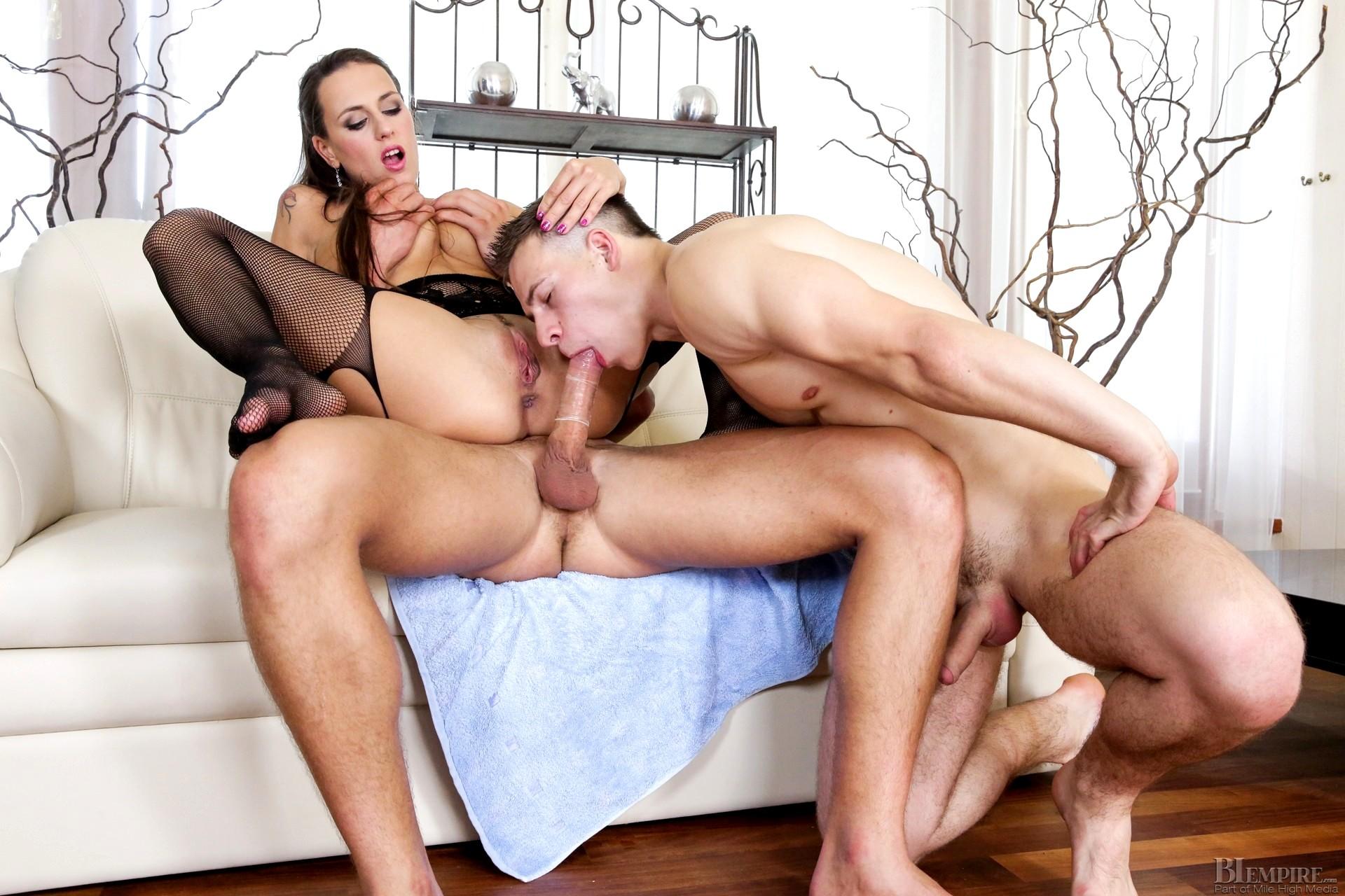 Hd mature mmf threesome