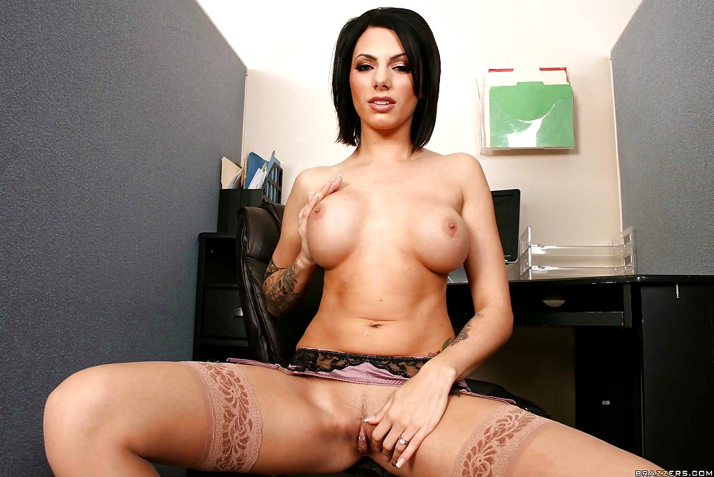 juelz ventura big tits at work