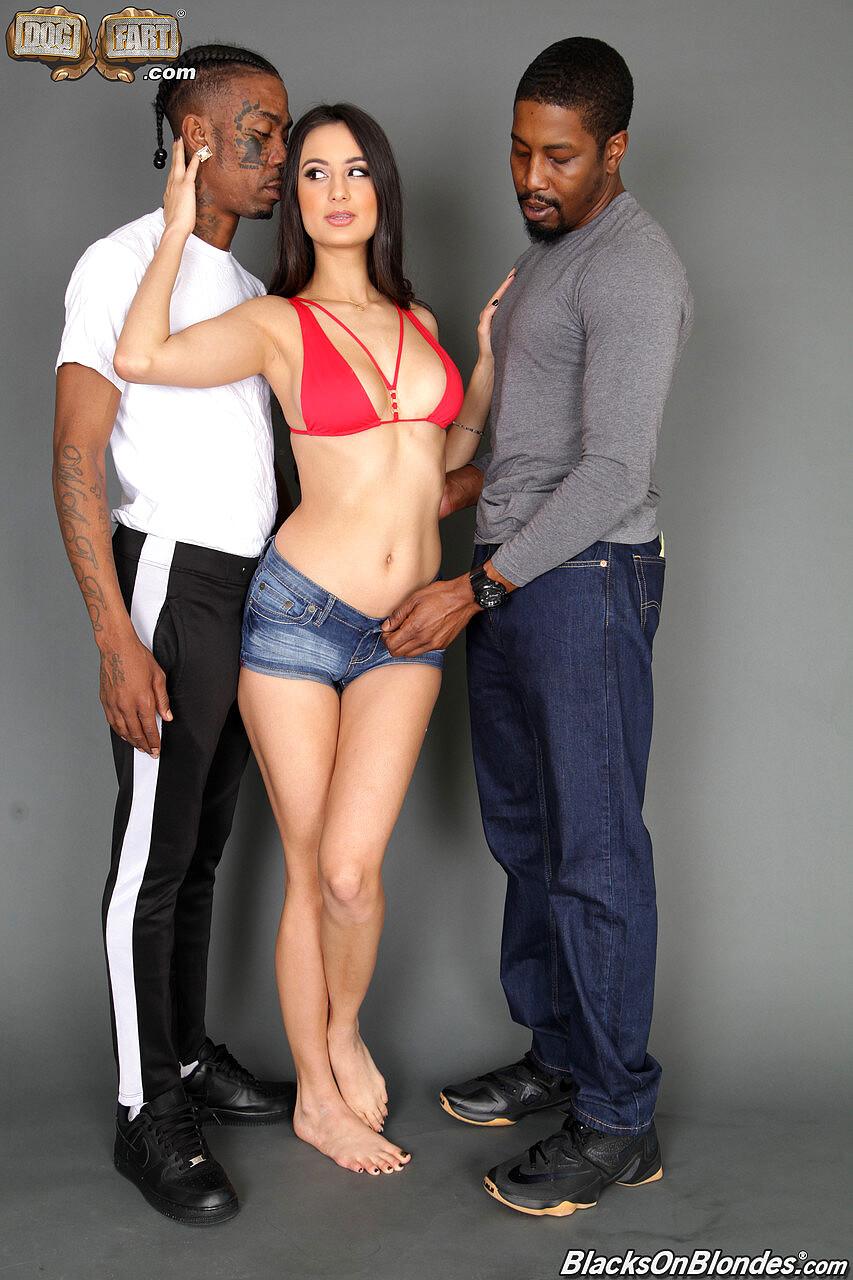Babe Today Blacks On Blondes Eliza Ibarra Isiah Maxwell -8956