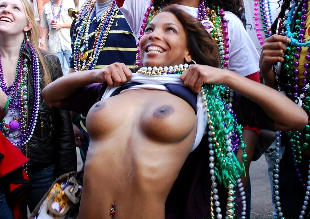 Nude mardi gra girls — photo 2