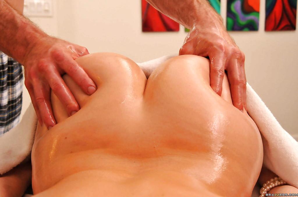 зрелая попа на массаже