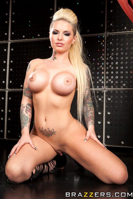 Busty nude virtual sex gif