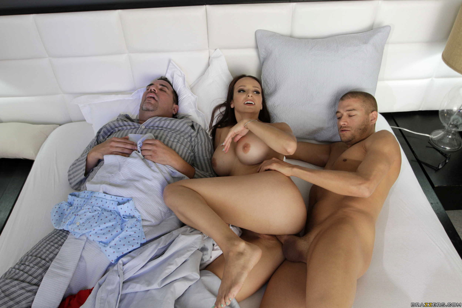 Муж спит на балконе порно