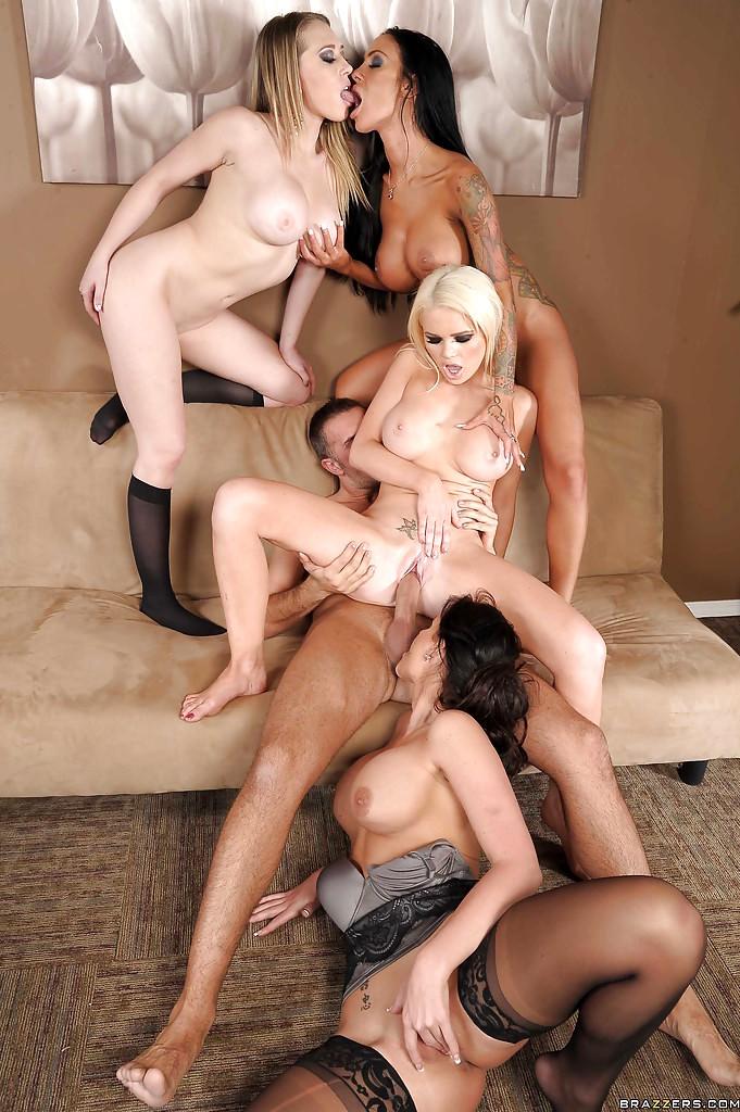 Порно три шлюхи на одного мужика — pic 14