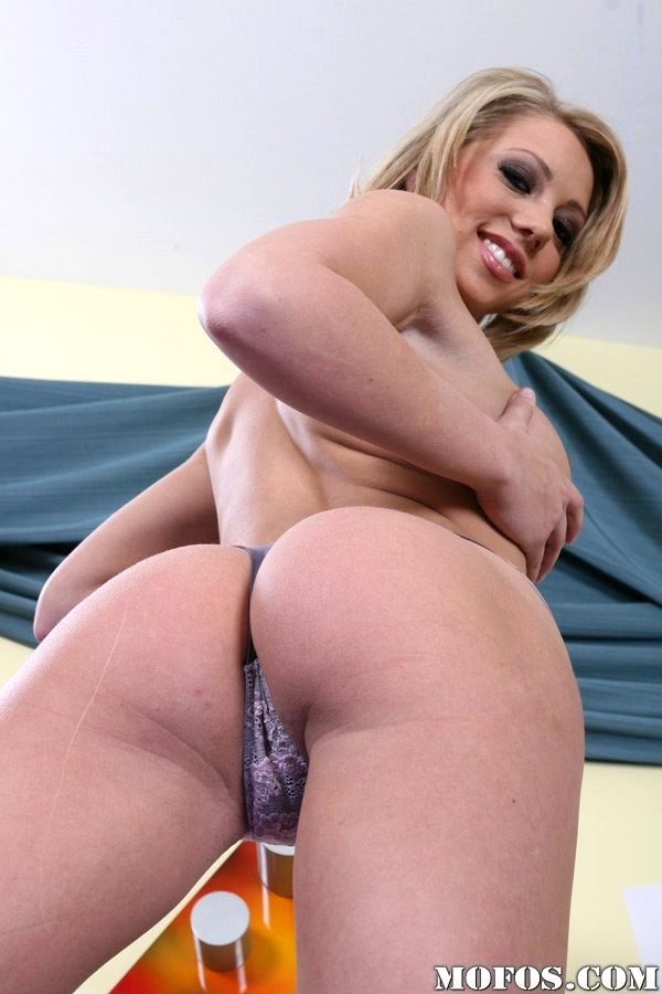 thick thighs femdom