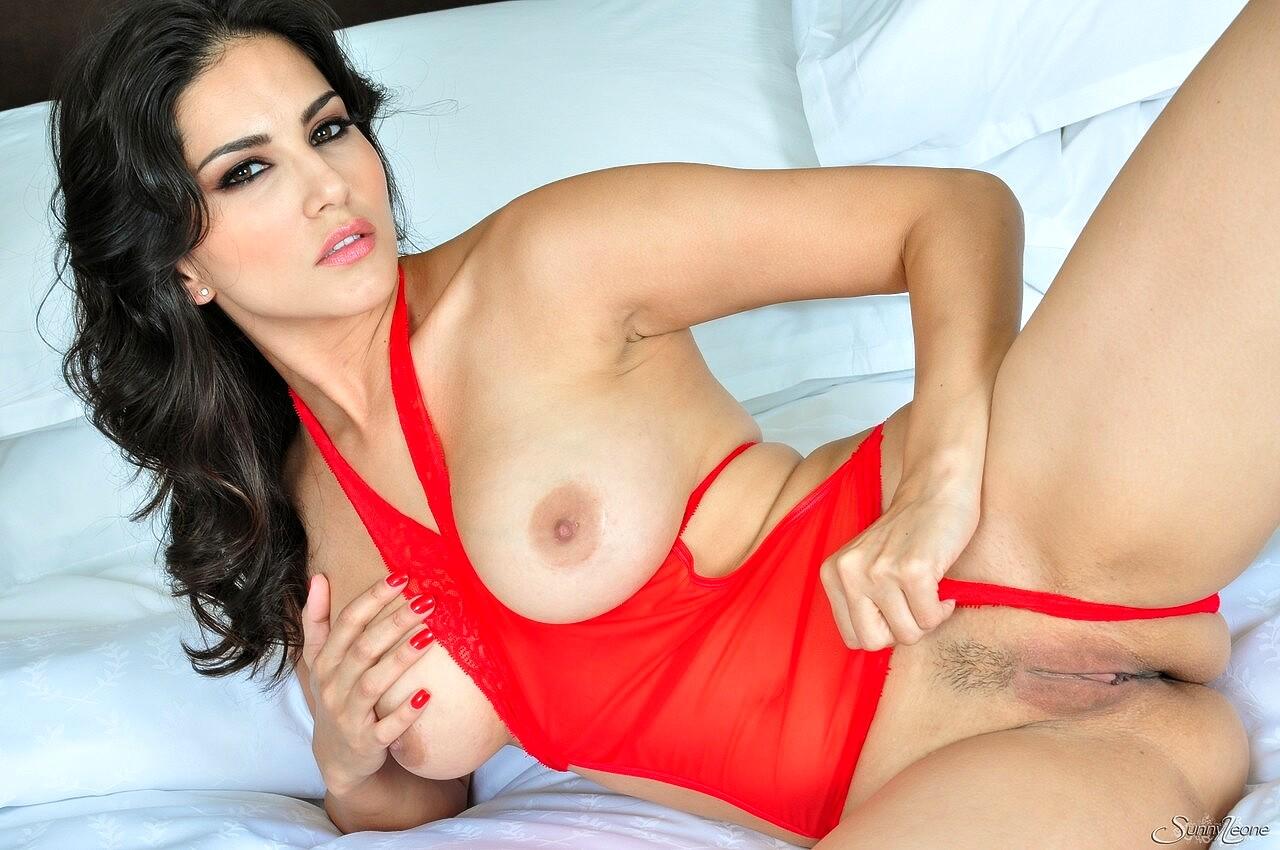 Sunny Leone Super Hot