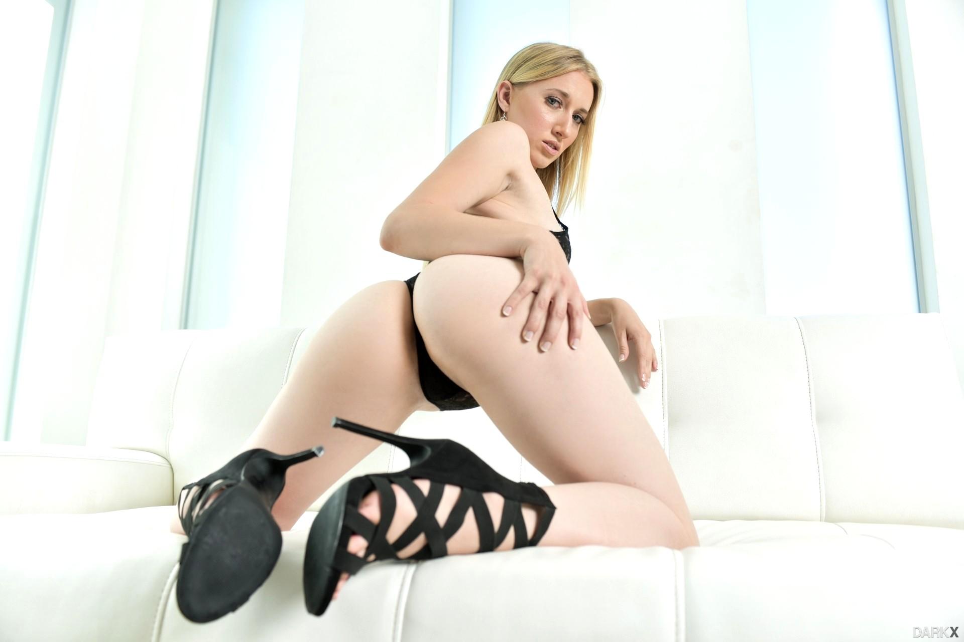 Hot blonde riley reyes goes wild on busty brunette darcie dolce 4