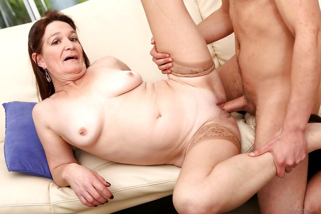 анальное секс с пожилыми красавица централни части