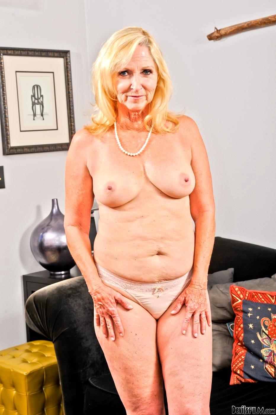 Babe Today Devils Film Annabelle Brady Platinum Milf -2564