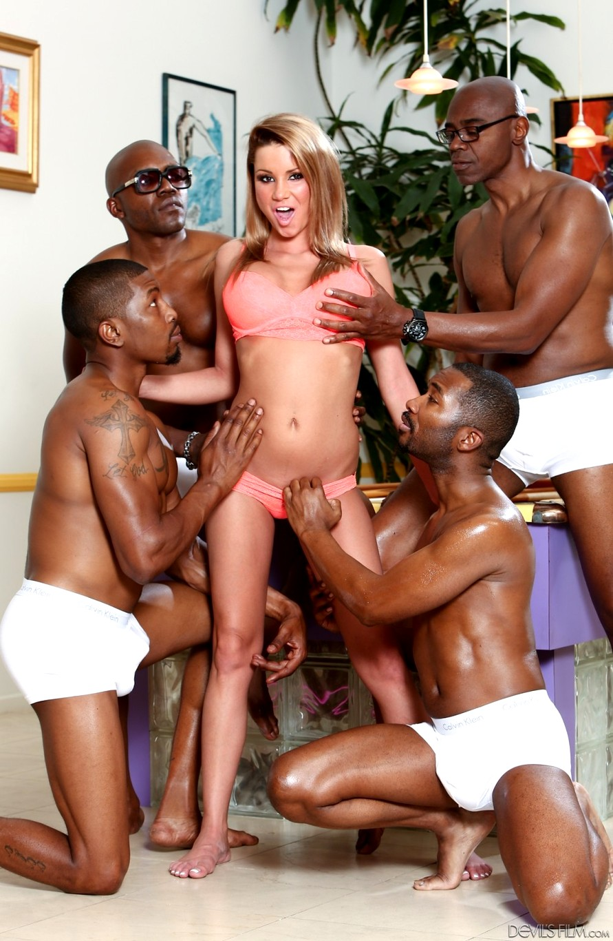 Che bei Devils film gangbang pussy swallows
