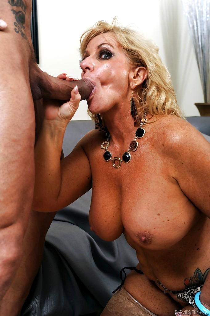 Dolly Mosen Brustwarzen Kondomsex